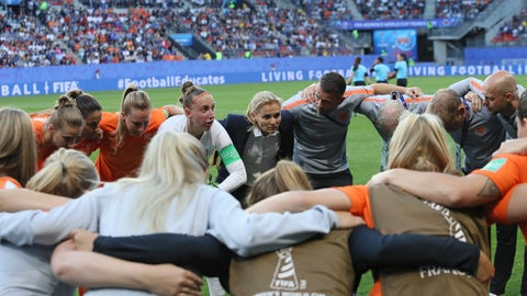 <p>               Netherlands goalkeeper Sari Van Veenendaal, center left, is joined by coach Sarina Wiegman as she gives a team talk before the Women's World Cup round of 16 soccer match between the Netherlands and Japan at the Roazhon Park, in Rennes, France, Tuesday, June 25, 2019. (AP Photo/David Vincent)             </p>