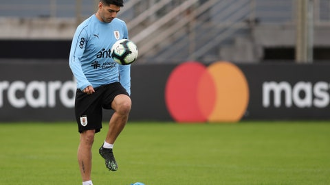 <p>               Uruguay's Luis Suarez juggles the ball with his thigh during a practice session in Porto Alegre, Brazil, Wednesday, June 19, 2019. Uruguay will face Japan tomorrow in a Copa America Group C soccer match. (AP Photo/Edison Vara)             </p>