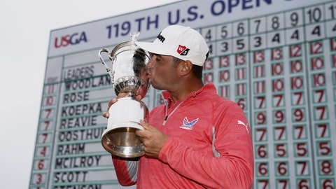 <p>               Gary Woodland posses with the trophy after winning the U.S. Open Championship golf tournament Sunday, June 16, 2019, in Pebble Beach, Calif. (AP Photo/Carolyn Kaster)             </p>