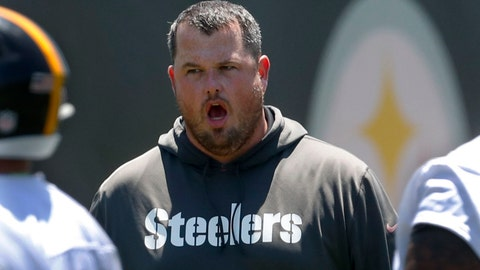<p>               Pittsburgh Steelers offensive line coach Shaun Surratt, gives directions during an NFL football practice at the team's training facility, Tuesday, June 11, 2019, in Pittsburgh. Surratt, the first-year Pittsburgh Steelers offensive line coach, has to try to fill the shoes of Hall of Famer Mike Munchak, who left in the offseason for the same job with the Denver Broncos. (AP Photo/Keith Srakocic)             </p>