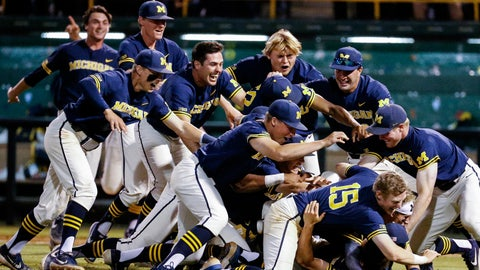 Michigan advances to CWS with 4-2 upset of UCLA