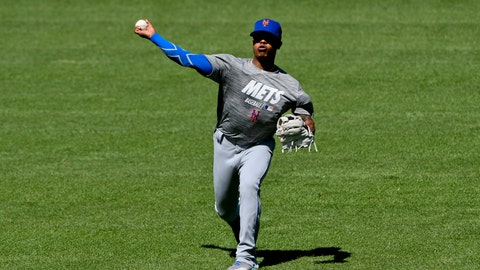 <p>               New York Mets pitcher Marcus Stroman warms up before the teams baseball game against the Chicago White Sox Wednesday, July 31, 2019, in Chicago. (AP Photo/Matt Marton)             </p>