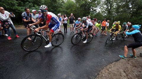 <p>               France's Thibaut Pinot, left, Colombia's Egan Bernal wearing the best young rider's white jersey, and France's Julian Alaphilippe wearing the overall leader's yellow jersey climb Prat d'Albis during the fifteenth stage of the Tour de France cycling race over 185 kilometers (114,95 miles) with start in Limoux and finish in Prat d'Albis, France, Sunday, July 21, 2019. (AP Photo/Thibault Camus)             </p>