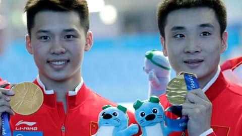 <p>               China's Cao Yuan, right, and Chen Aisen hold their gold medals after winning the men's 10m platform synchro diving final at the World Swimming Championships in Gwangju, South Korea, Monday, July 15, 2019. (AP Photo/Lee Jin-man)             </p>