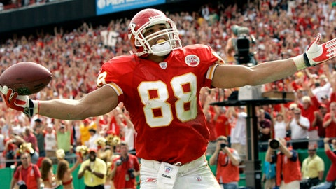 <p>               FILE - In this Oct. 14, 2007, file photo, Kansas City Chiefs tight end Tony Gonzalez celebrates his second touchdown catch of the game during the fourth quarter of a football game against the Cincinnati Bengals, in Kansas City, Mo. Gonzalez will be inducted into the Pro Football Hall of Fame in Canton, Ohio on Aug. 3, 2019.(AP Photo/Charlie Riedel, File)             </p>