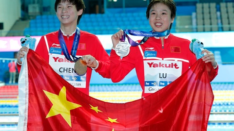<p>               Gold medalist China's Chen Yuxi, left, stands with compatriot and silver medalist Lu Wei, as they pose for photgraphers after the women's 10m platform diving final at the World Swimming Championships in Gwangju, South Korea, Wednesday, July 17, 2019. (AP Photo/Lee Jin-man)             </p>