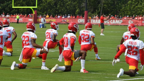 Chiefs stretch before workout