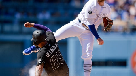 <p>               Los Angeles Dodgers second baseman Max Muncy, right, throws to first after forcing out New York Yankees Gleyber Torres during the seventh inning of a baseball game in Los Angeles, Saturday, Aug. 24, 2019. Gio Urshela was safe at first. (AP Photo/Kelvin Kuo)             </p>
