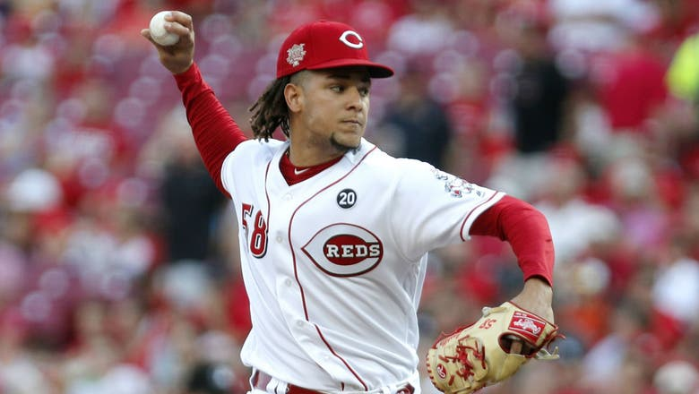 Castillo rebounds as Reds top Padres, take series