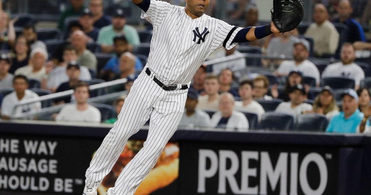 Yankees slugger Encarnación breaks wrist when hit by pitch | FOX Sports
