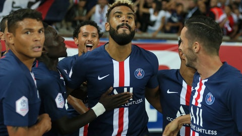 <p>               PSG's Eric Maxim Choupo-Moting, center, celebrates with teammates after scoring his sides first goal during the French League One soccer match between Paris Saint Germain and Toulouse at the Parc des Princes Stadium in Paris, France, on Sunday, Aug. 25, 2019. (AP Photo/David Vincent)             </p>