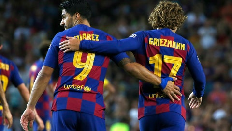 <p>               FC Barcelona's Antoine Griezmann, right, and Luis Suarez during the Joan Gamper trophy soccer match between FC Barcelona and Arsenal at the Camp Nou stadium in Barcelona, Spain, Sunday, Aug. 4, 2019. (AP Photo/Joan Monfort)             </p>