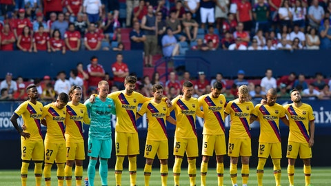 <p>               FC Barcelona players stand in a minute of silence during the Spanish La Liga soccer match between FC Barcelona and Osasuna, at El Sadar stadium, in Pamplona, northern Spain, Saturday, Aug. 31, 2019. Former Spain and Barcelona coach Luis Enrique announced Thursday the death of his 9-year-old daughter after a five-month battle against a type of bone cancer. (AP Photo/Alvaro Barrientos)             </p>