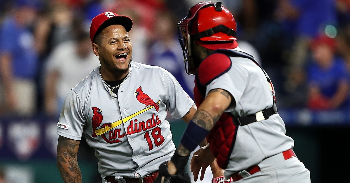 Which team is the favorite to win the NL Central?