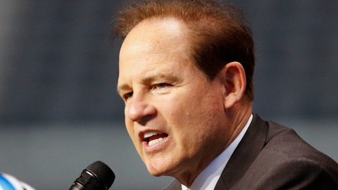 <p>               FILE - In this July 15, 2019, file photo, Kansas head coach Les Miles speaks on the first day of Big 12 Conference NCAA college football media days in Arlington, Texas.  Les Koenning has to be careful every time the new offensive coordinator at Kansas walks into one of the Jayhawks' meeting rooms, making sure to address the right person by the right name. There's Miles Kendrick and Miles Fallin, Manny Miles and Ben Miles. Throw in new coach Les Miles and you have miles and miles of Miles in Lawrence these days.  (AP Photo/David Kent, File)             </p>