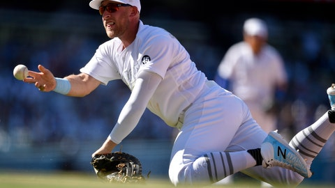 <p>               Los Angeles Dodgers first baseman Matt Beaty attempts to throw to first after misplaying a grounder by New York Yankees' Brett Gardner during the ninth inning of a baseball game in Los Angeles, Saturday, Aug. 24, 2019. The Dodgers won 2-1. (AP Photo/Kelvin Kuo)             </p>