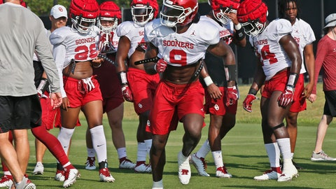 <p>               Oklahoma linebacker Kenneth Murray warms up during an NCAA college football practice in Norman, Okla., Monday, Aug. 5, 2019. (AP Photo/Sue Ogrocki)             </p>