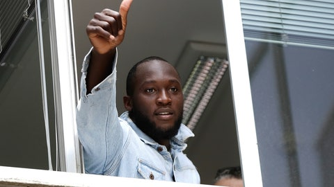 <p>               Soccer forward Romelu Lukaku gives his thumbs up as he salutes Inter Milan supporters from a window of the Italian Olympic Committee's headquarters, in Milan,Italy, Thursday, Aug. 8, 2019. Manchester United forward Lukaku is on the verge of completing his move to Inter Milan on the final day of transfers in England. (AP Photo/Luca Bruno)             </p>