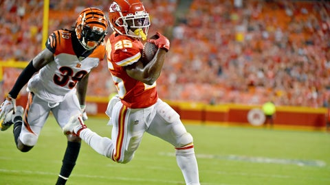 <p>               Kansas City Chiefs running back Darwin Thompson (25) runs for a touchdown ahead of Cincinnati Bengals defensive back Tony Lippett (39) during the second half of an NFL preseason football game in Kansas City, Mo., Saturday, Aug. 10, 2019. (AP Photo/Ed Zurga)             </p>