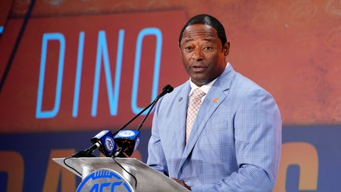 <p>               FILE - In this July 17, 2019, file photo, Syracuse head coach Dino Babers speaks during the Atlantic Coast Conference NCAA college football media day in Charlotte, N.C. Babers begins his fourth season at Syracuse with one main goal _ to prove that last season was no fluke.  Syracuse finished 10-3 in 2018, second to national champion Clemson in the Atlantic Coast Conference's tough Atlantic Division, and was No. 15 in the AP's final poll.(AP Photo/Chuck Burton, File)             </p>