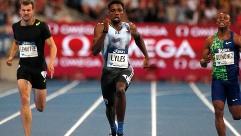 <p>               Noah Lyles of USA, center, on his way to win the men's 200 m at the IAAF Diamond League athletics meeting at Charlety Stadium in Paris, Saturday, Aug. 24, 2019. (AP Photo/Michel Spingler)             </p>