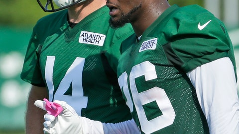 <p>               New York Jets' Le'Veon Bell, right, talks with quarterback Sam Darnold during practice at the NFL football team's training camp in Florham Park, N.J., Thursday, July 25, 2019. (AP Photo/Seth Wenig)             </p>