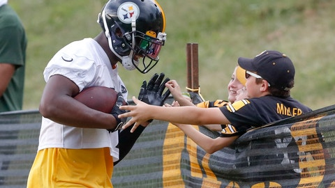<p>               Pittsburgh Steelers wide receiver JuJu Smith-Schuster (19), left, talks with some young fans along the fence line after making a catch in drills during practice at NFL football training camp in Latrobe, Pa., Thursday, Aug. 15, 2019. (AP Photo/Keith Srakocic)             </p>