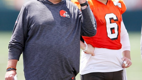 <p>               Cleveland Browns head coach Freddie Kitchens calls in a play as quarterback Baker Mayfield (6) looks on during practice at the NFL football team's training facility Monday, Aug. 5, 2019, in Berea, Ohio. (AP Photo/Ron Schwane)             </p>