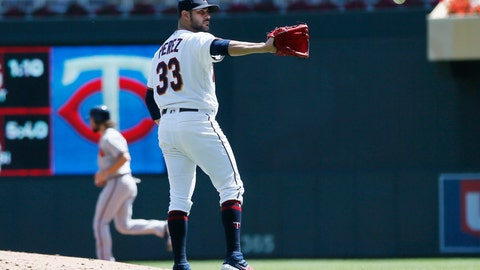 <p>               Minnesota Twins pitcher Martin Perez reaches for the ball after giving up a bases-loaded walk to Atlanta Braves' Johan Camargo in the third inning of a baseball game Wednesday, Aug. 7, 2019, in Minneapolis. (AP Photo/Jim Mone)             </p>