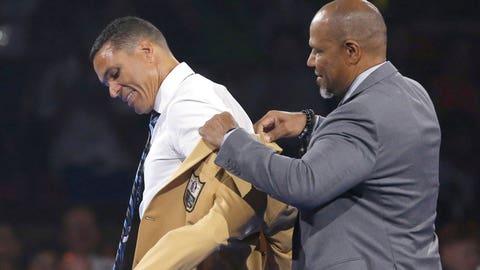 Tony Gonzalez gets gold jacket from presenter Dennis Allen