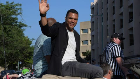 Tony Gonzalez in Hall of Fame Grand Parade