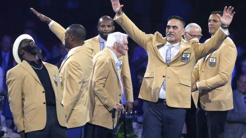 Pro Football Hall of Fame Class of 2019 at gold jacket dinner