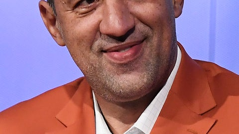 <p>               Class of 2019 inductee Vlade Divac attends a news conference at the Naismith Memorial Basketball Hall of Fame, Thursday, Sept. 5, 2019, in Springfield, Mass. (AP Photo/Jessica Hill)             </p>