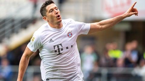 <p>               Bayern's Robert Lewandowski celebrates scoring his side's third goal during the German Bundesliga soccer match between SC Paderborn 07 and FC Bayern Munich in Paderborn, Germany, Saturday, Sept. 28, 2019. (David Inderlied/dpa via AP)             </p>