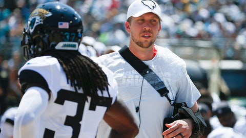 <p>               Jacksonville Jaguars quarterback Nick Foles, right, walks through the bench area with his arm in a sling after he was injured during the first half of an NFL football game against the Kansas City Chiefs, Sunday, Sept. 8, 2019, in Jacksonville, Fla. (AP Photo/Stephen B. Morton)             </p>
