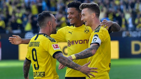 <p>               Dortmund's Marco Reus, right, celebrates with Dortmund's Jadon Sancho, center, and Dortmund's Paco Alcacer after he scored his side's second goal during the German Bundesliga soccer match between Borussia Dortmund and Bayer Leverkusen in Dortmund, Germany, Saturday Sept. 14, 2019. (AP Photo/Martin Meissner)             </p>