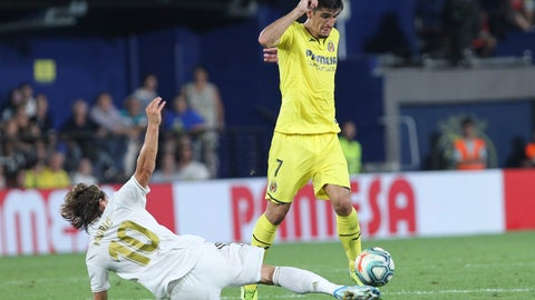 <p>               Villareal's Gerard Moreno controls the ball past Real Madrid's Luka Modric during the Spanish La Liga soccer match between Villarreal and Real Madrid in the Ceramica stadium in Villarreal, Spain, Sunday, Sept. 1, 2019. (AP Photo/Alberto Saiz)             </p>
