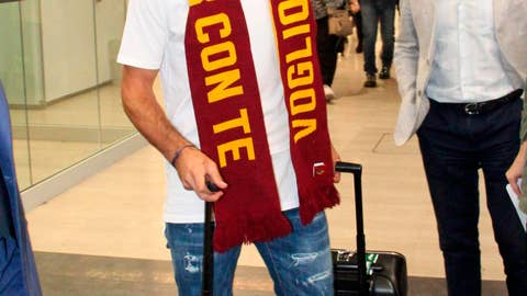 <p>               New Roma player Henrikh Mkhitaryan arrives at Rome's Fiumicino international airport, Monday, Sept. 2, 2019.  (Telenews/ANSA via AP)             </p>