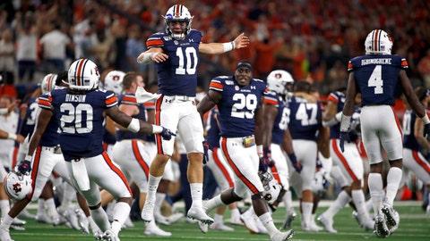<p>               Auburn quarterback Bo Nix (10) celebrates with teammates after Auburn came from behind to defeat Oregon following an NCAA college football game, Saturday, Aug. 31, 2019, in Arlington, Texas. Auburn won 27-21. (AP Photo/Ron Jenkins)             </p>