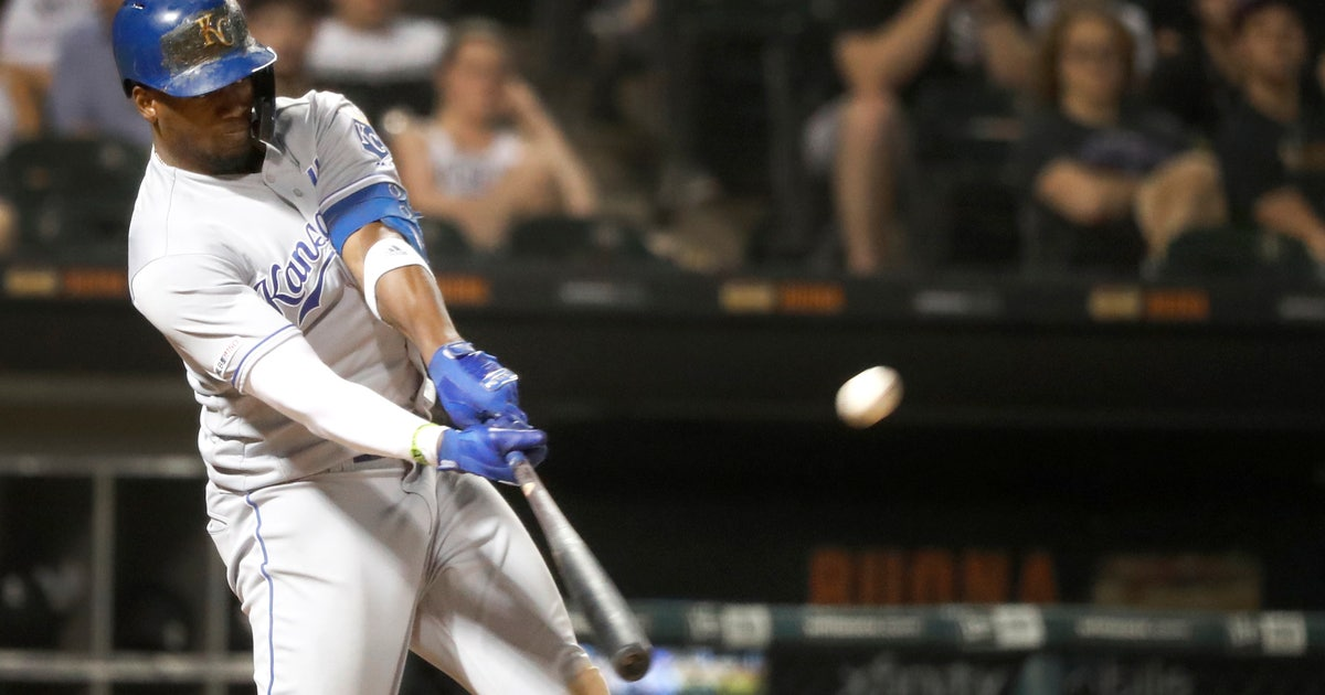 Soler hits 2 homers, Royals beat White Sox 8-6 | FOX Sports