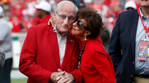 <p>               Former head Georgia football coach and athletic director Vince Dooley, left, gets a kiss from his wIfe Barbara during a ceremony to name the field at Sanford Stadium in his honor before an NCAA college football game against the Murray State, Saturday, Sept. 7, 2019, in Athens, Ga. (AP Photo/John Bazemore)             </p>