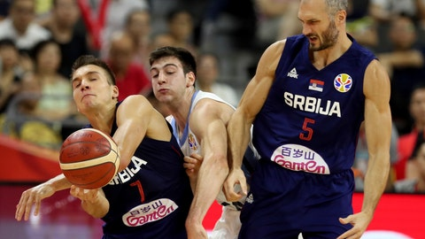 <p>               Serbia's Marko Simonovic at right and Serbia's Bogdan Bogdanovic squeeze Argentina's Maximo Fjellerup during a quarterfinal match for the FIBA Basketball World Cup in Dongguan in southern China's Guangdong province on Tuesday, Sept. 10, 2019. Argentina beats Serbia 97-87. (AP Photo/Ng Han Guan)             </p>