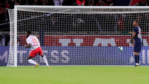 <p>               Reims' Boulaye Dia scores his side's second goal during the French League One soccer match between PSG and Reims at the Parc des Princes stadium in Paris, Wednesday, Sept. 25, 2019. (AP Photo/Michel Euler)             </p>