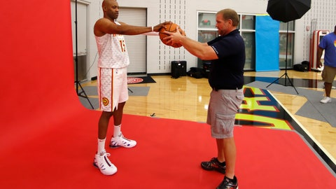 <p>               Atlanta Hawks guard Vince Carter (15) is posed by photographer Kevin Cox during an NBA basketball media day Monday, Sept. 30, 2019, in Atlanta. (AP Photo/John Bazemore)             </p>