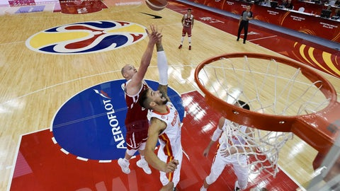 <p>               Willy Hernangomez Geuer of the Spain, center, fights for a ball against Poland, rear, during the Basketball World Cup Quarter-Finals between Spain and Poland in Shanghai on Tuesday, Sept. 10, 2019. (Wang Zhao/Photo             </p>