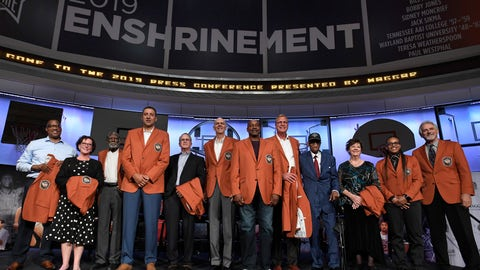 <p>               Class of 2019 inductees into the Basketball Hall of Fame, from left to right, Chuck Cooper III, accepting on behalf of his late father Chuck Cooper, Susan Braun, accepting on behalf of her later father Carl Braun, Al Attles,Vlade Divac, Ron Coville accepting on behalf of his father-in-law, Bill Fitch, Bobby Jones, Sidney Moncrief, Jack Sikma, Dick Barnett for Tennessee A&I, Linda Price for Wayland Baptist, Teresa Weatherspoon, and Paul Westphal, pose for a photo during a news conference at the Naismith Memorial Basketball Hall of Fame, Thursday, Sept. 5, 2019, in Springfield, Mass. (AP Photo/Jessica Hill)             </p>