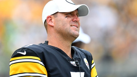 PITTSBURGH, PA - SEPTEMBER 15:  Ben Roethlisberger #7 of the Pittsburgh Steelers looks on during the fourth quarter after being injured against the Seattle Seahawks at Heinz Field on September 15, 2019 in Pittsburgh, Pennsylvania. (Photo by Joe Sargent/Getty Images)