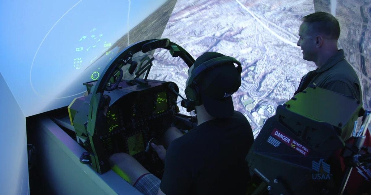 Eric Hosmer & Tony Gwynn Jr  duke it out in F18 simulators at MCAS Miramar  | Padres POV