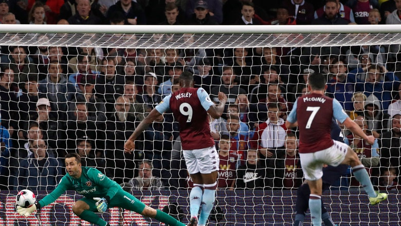 West Ham holds on with 10 men for 0-0 draw at Aston Villa