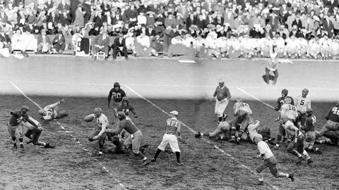 <p>               FILE - In this Nov. 20, 1938, file photo, Green Bay Packers halfback Cecil Isbell (17) gains 10-yards against the New York Giants during the first quarter of a professional football game at the Polo Grounds in New York. (AP Photo)             </p>